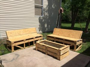 DIY Simple Pallet Patio Furniture