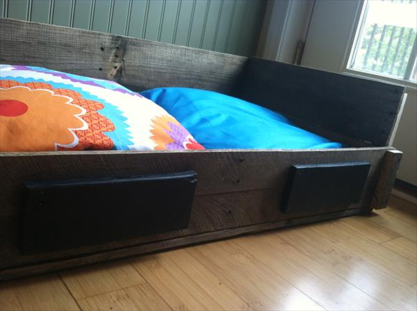 reclaimed pallet pet bed