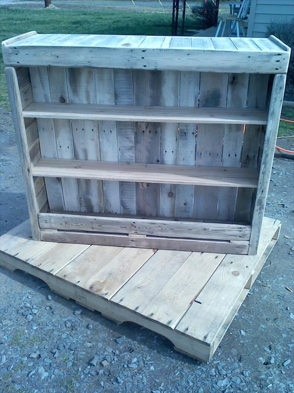 upcycled pallet wood ledge