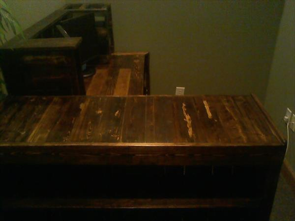 repurposed pallet wood desk