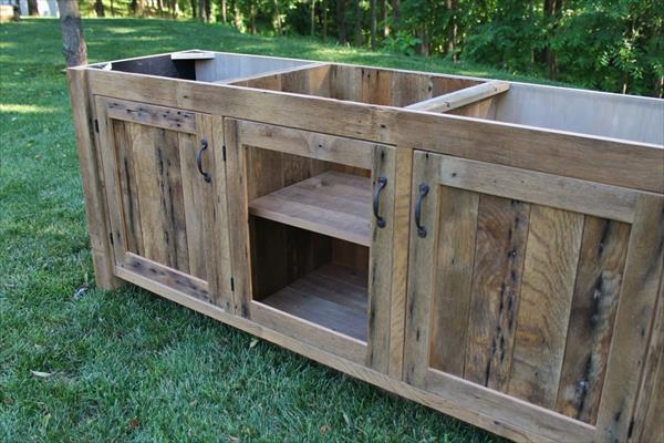 Diy Rustic Pallet Vanity Paneled Doors Pallet Furniture