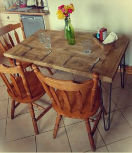 DIY Salvaged Wooden Pallet Dining Table