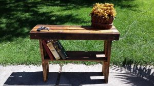 DIY Pallet Small Entryway Table