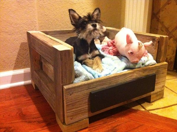 repurposed pallet pet bed