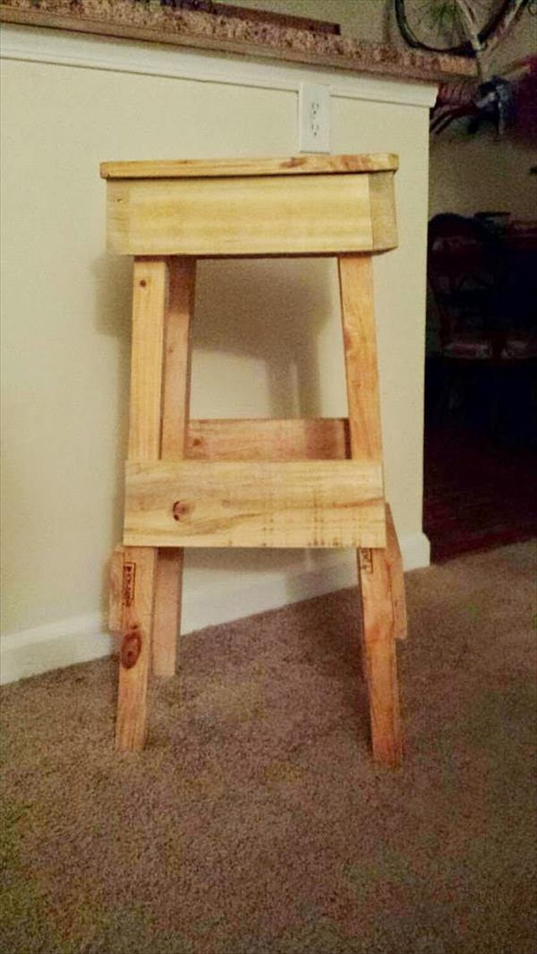 upcycled pallet stool