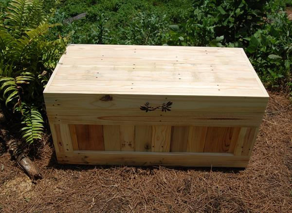 upcycled pallet wood chest and coffee table