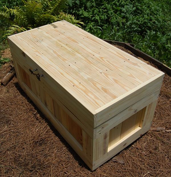 recycled pallet wood chest and coffee table