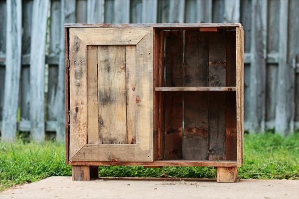 recycled pallet rustic bookshelf