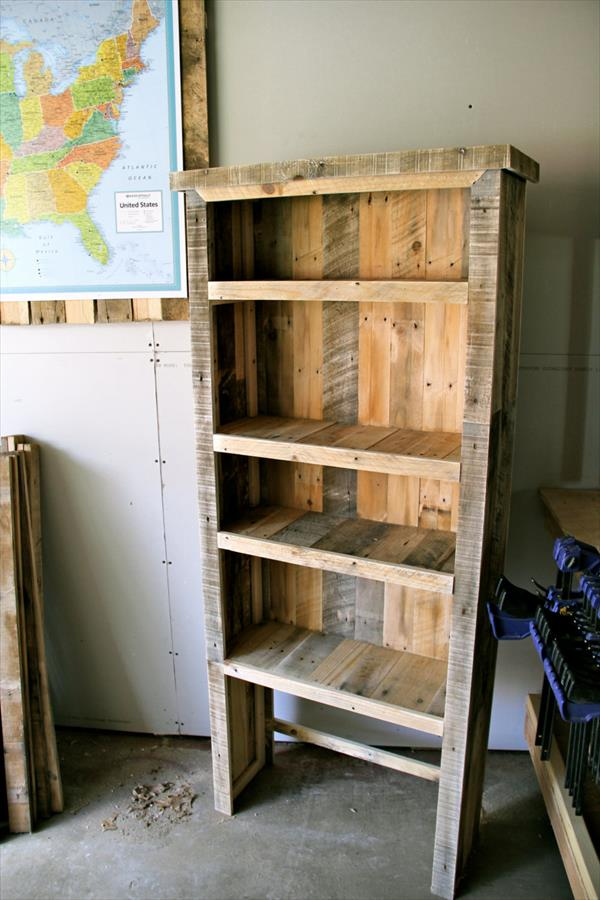 diy recycled pallet bookcase pallet furniture plans. Black Bedroom Furniture Sets. Home Design Ideas
