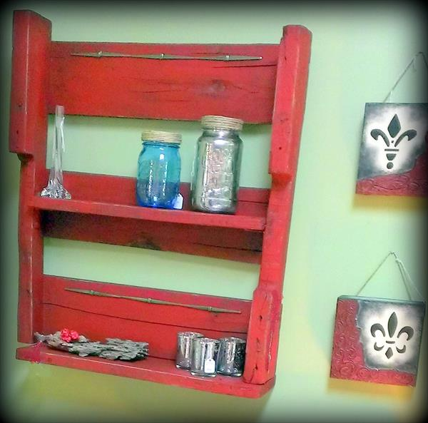 reclaimed pallet shelving