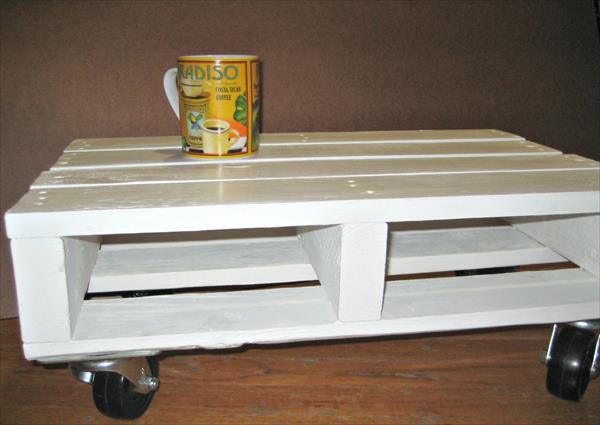 recycled pallet white coffee table with wheels