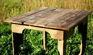 DIY Extra Rustic Pallet Table