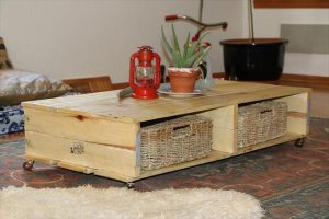 DIY Reclaimed Pallet Table with Casters
