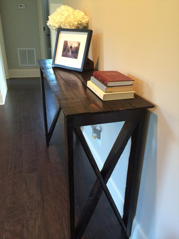 recycled pallet hall way table