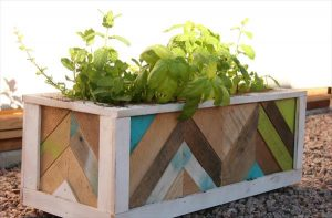 recycled pallet chevron planter