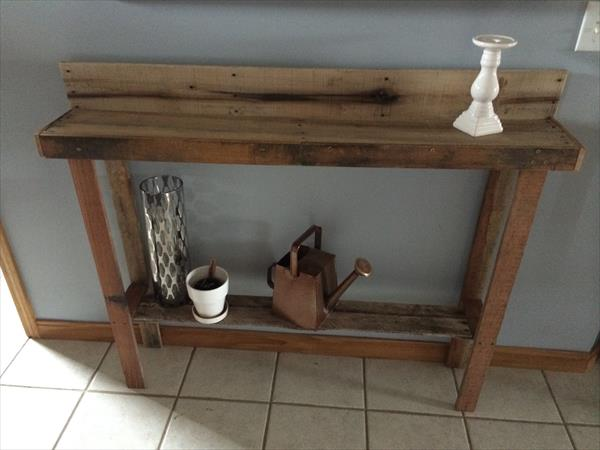 Recycled Pallet Entryway Table | Pallet Furniture Plans