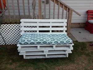 DIY Pallet Patio Furniture / Pallet Bench
