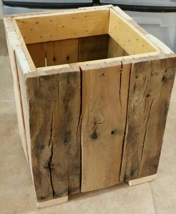 Diy Reclaimed Pallet Trash Bin Pallet Furniture Plans