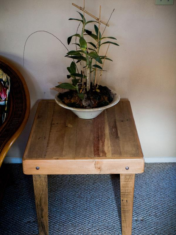 upcycled pallet side table