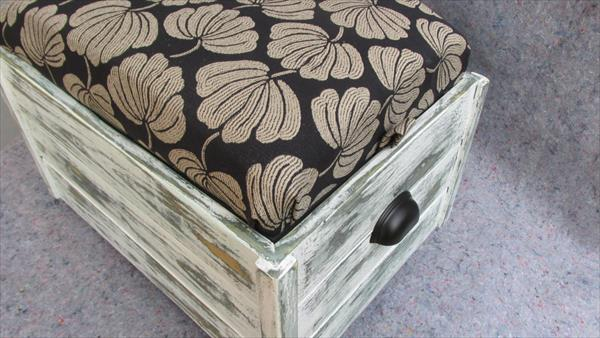 recycled pallet cushioned ottoman