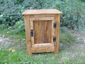 DIY Pallet Nightstand or Floor Cabinet