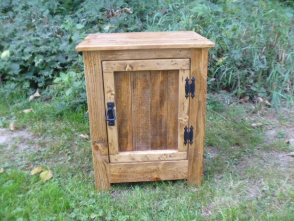 Diy Pallet Nightstand Or Floor Cabinet Pallet Furniture