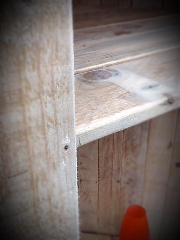 repurposed pallet corner unit