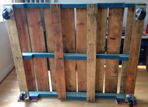 reconstructed pallet coffee table