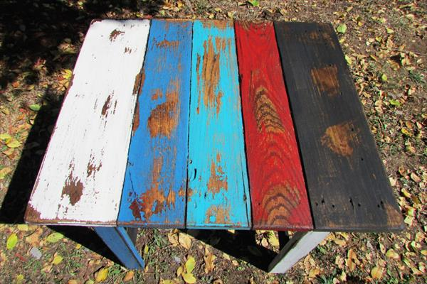 salvaged pallet patio table