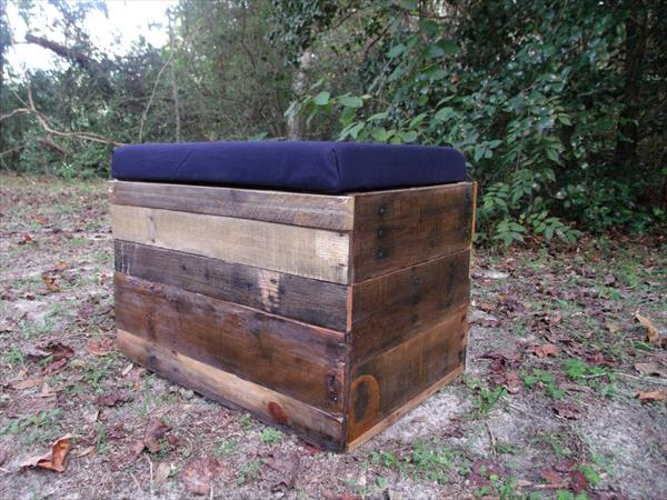 DIY Pallet Wood Storage Ottoman Furniture Plans