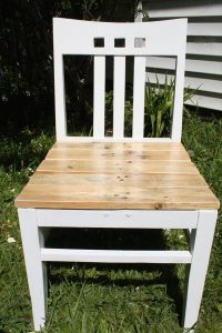 DIY Chair with Pallet Base
