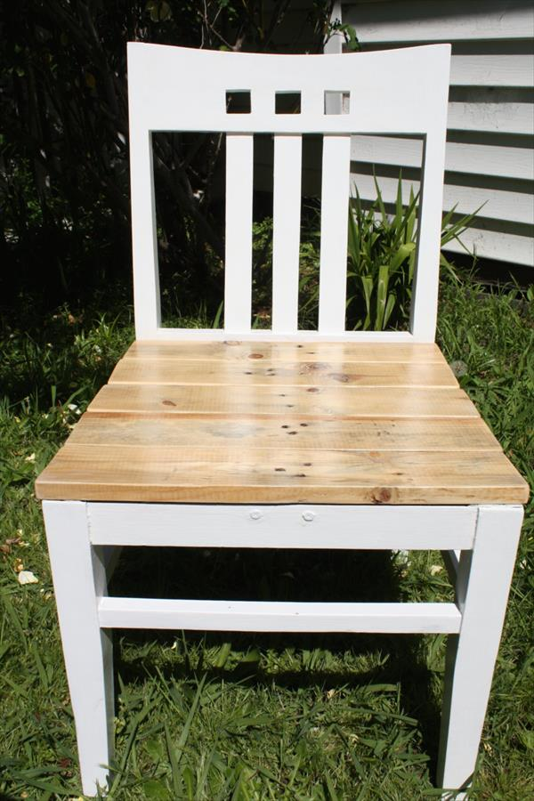 refurbished pallet chair