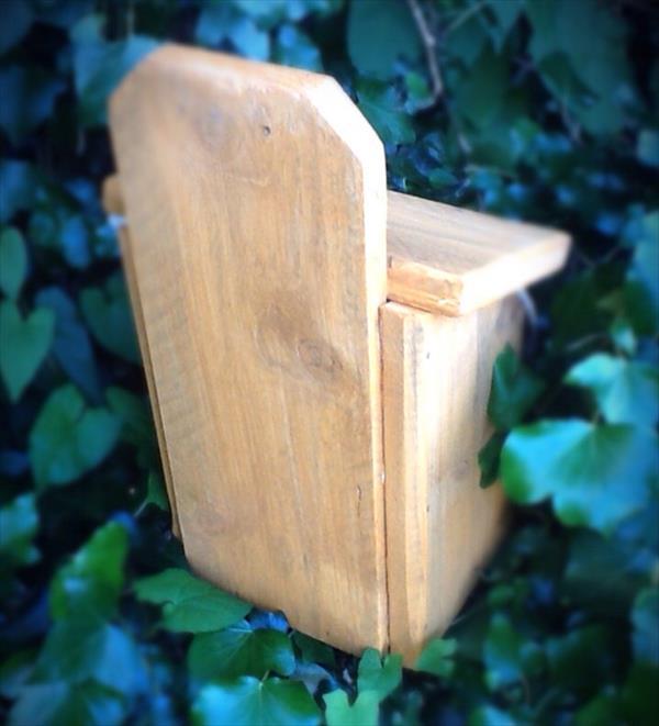 repurposed pallet birdhouse
