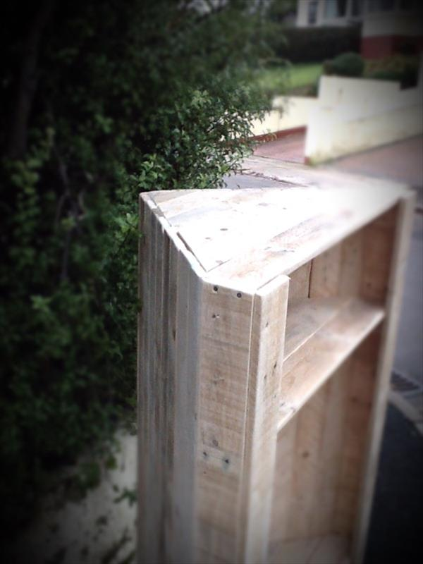 reclaimed pallet corner unit