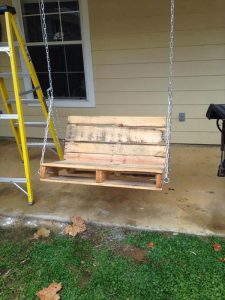 upcycled pallet swing