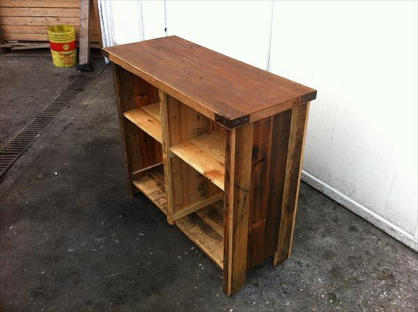 reclaimed pallet media table