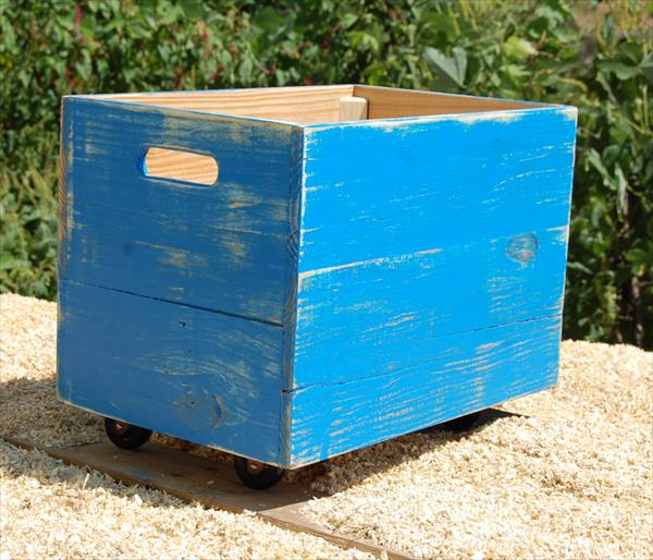 upcycled pallet rolling crate