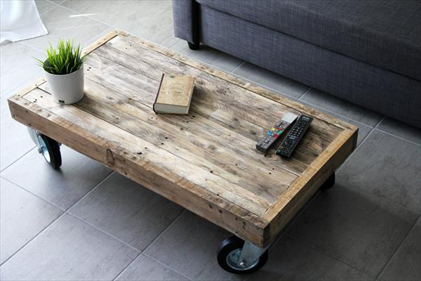 Diy Reclaimed Pallet Coffee Table With Wheels Pallet
