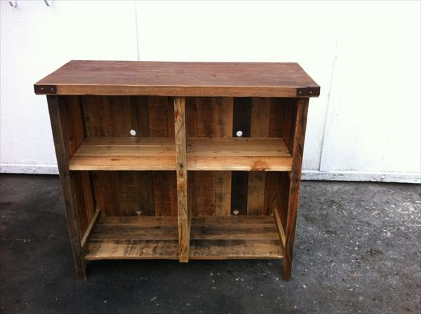 recycled pallet entertainment unit