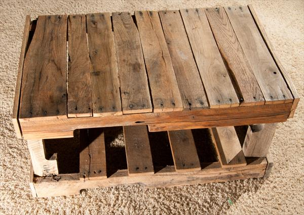 recycled pallet entry bench