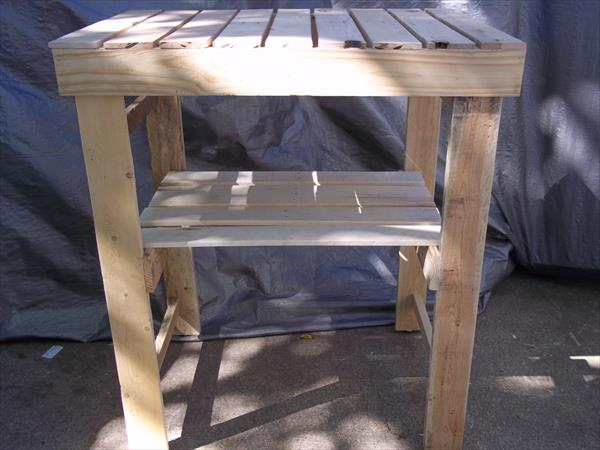 recycled pallet garden work bench