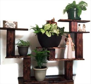 DIY Pallet Decorative Shelf