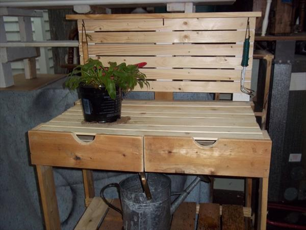 recycled pallet potting bench