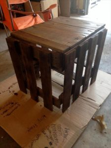 DIY Reclaimed Wood Pallet Side Table