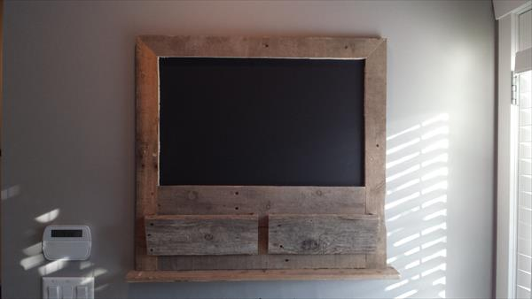 recycled pallet wood message board