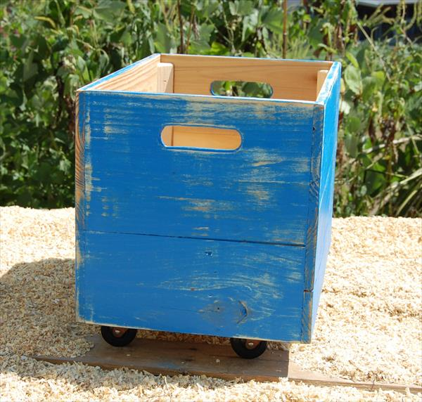 recycled pallet rolling crate
