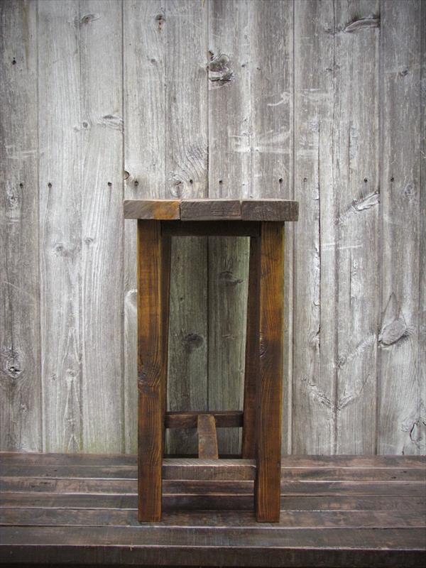 rustic yet modern pallet side table