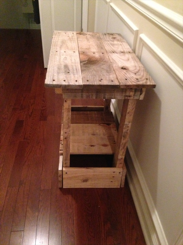 repurposed pallet end table with shelf