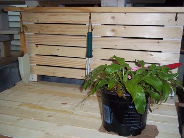 diy pallet potting bench and tool rack