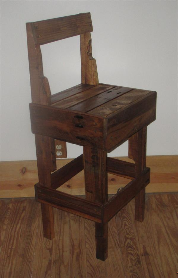 repurposed pallet wood stool